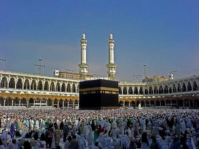 Na današnji dan - Page 23 800px-Kaaba_mirror_edit_jj-696x522