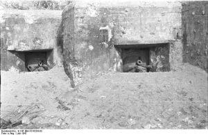 Vor einem Panzerwerk über dem Dnjestr bei Bronila unterhalb Mogilew, Juli 1941