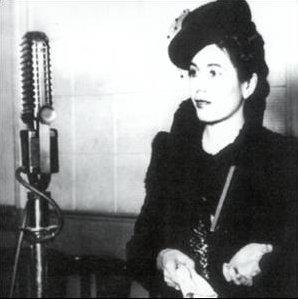 eva_peron_-_ante_un_microfono_-ca_1941